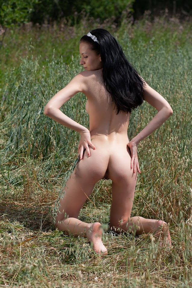 7428256487 [Stunning18] Sasha S - In The Tall Grass