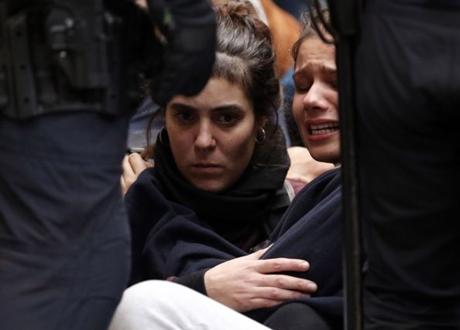 Referendum Katalonia, Massa Pro Kemerdekaan Datangi TPS, Polisi Menghalangi