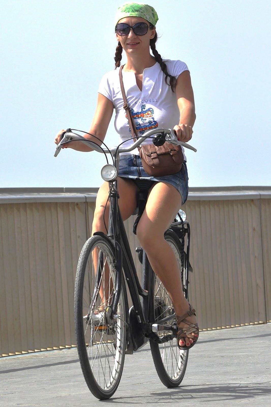 Upskirt on bike