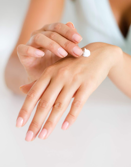 SPF hand cream, apply sun cream to hands