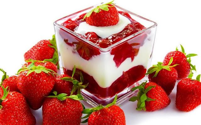 पिम्पल्स फ्री चेहरे के लिए यूज़ करें स्ट्रॉबेरी और दही का फेस पैक