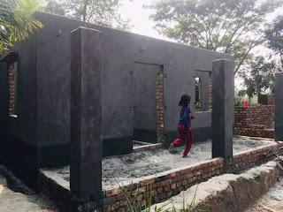 গৃহ নির্মাণ কাজের পরিদর্শনে উপজেলা নির্বাহী অফিসার মীর আলিফ রেজা