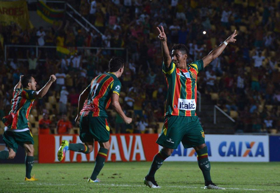 O Sampaio só conseguiu a vitória sobre o Luverdense nos acréscimos do  segundo tempo na noite desta terça-feira ff0c5e160173b