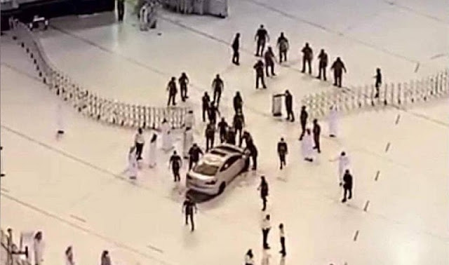 Video : Security authorities in Makkah carry out a car crash accident at one of doors of the Grand Mosque