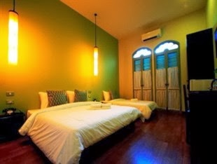 Memory Deluxe Room at On On Hotel, Phuket Town Thailand