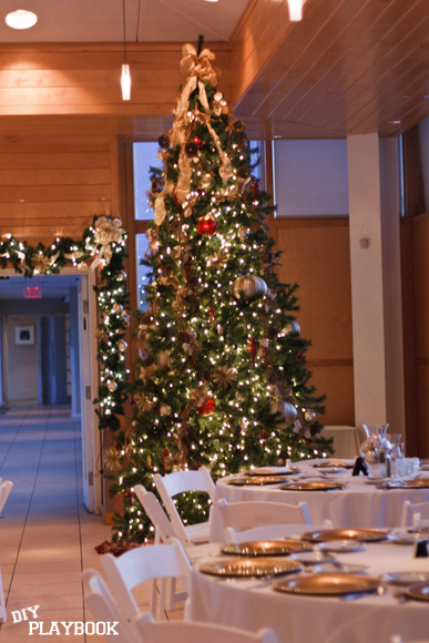 The beautifully decorate Christmas tree pairs well with the festive wedding theme.