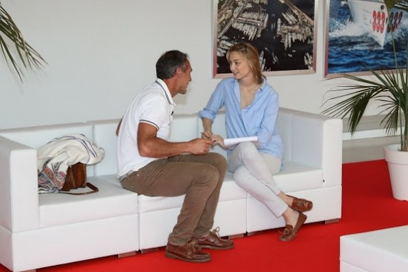 Beatrice Borromeo is working at the Yacht Club of Monaco, interviewing the modern adventurer Mike Horn. Beatrice Borromeo style, fashions dresses, jeweles