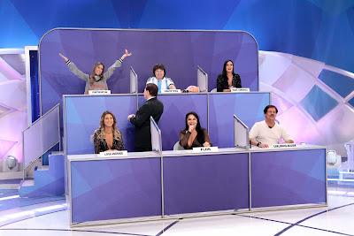 O apresentador no 'Jogo dos Pontinhos' (Crédito: Lourival Ribeiro/SBT)