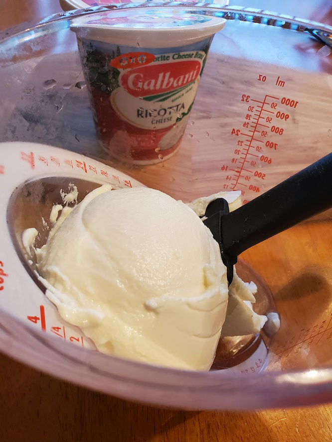 this is a dip made from the classic Italian Cannoli dessert gets turned into a quick and easy Cannoli Dip