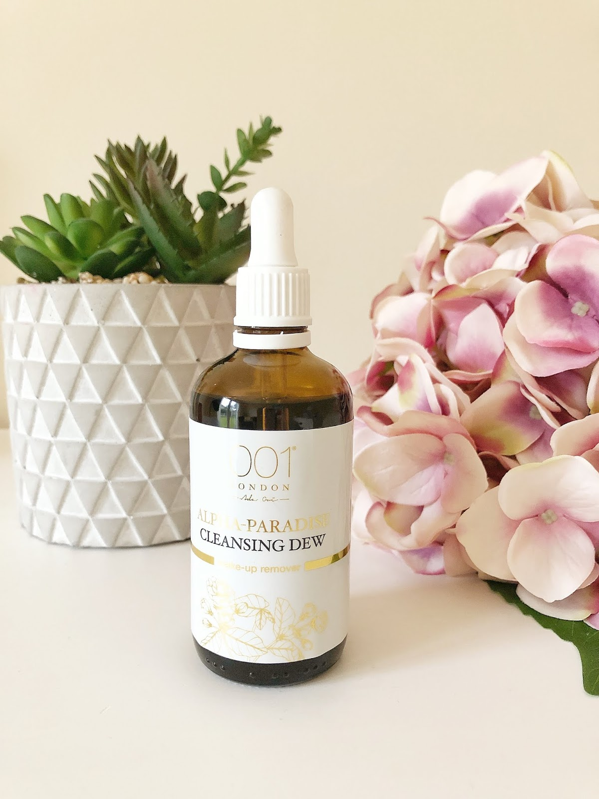 001 Skincare Alpha Paradise Cleansing Dew