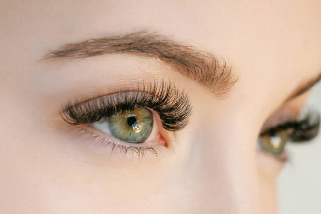 Organic Castor Oil to Boost Growth for Eyelashes