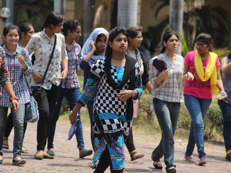 आईटी कॉलेज और नेशनल पीजी कॉलेज में प्रवेश के लिए छात्रों को इंतजार करना होगा