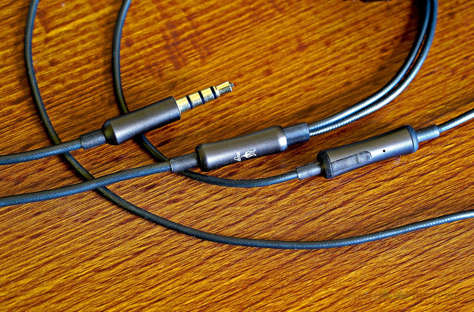 Meze 12 Classics Reviews Headphone And Discussion Head Otto Headset Wiring Diagram Cable Build Design The Has A Non Removable That Looks Reinforced For Durability Made Of 7n Oxygen Free Copper Ofc