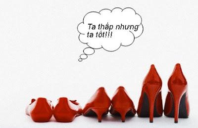 Đá bay rắc rối khi mang giày cao gót