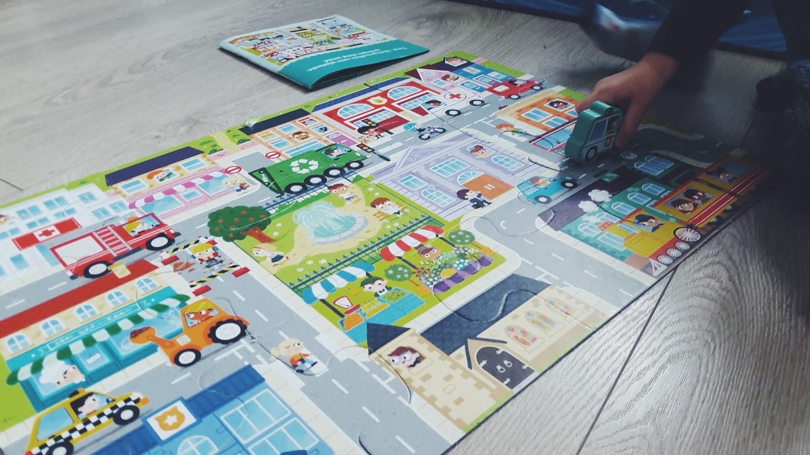Trefl Giga puzzle - w miasteczku efekt końcowy