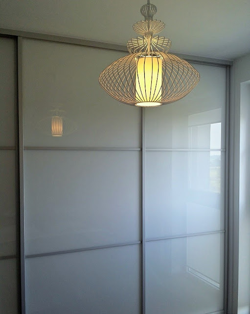 szafa białe szkło