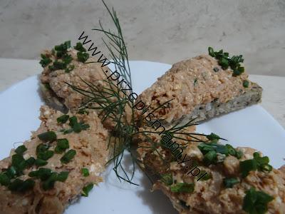 Pasta z makreli sera i koncentratu