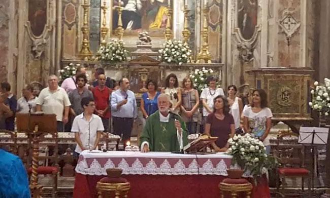 Palermo, il parroco di San Saverio benedice le nozze lesbiche