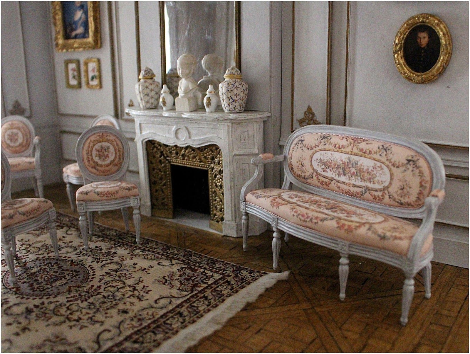 Maison fran aise 1 12 le salon louis xvi de yosh for Salon louis 16