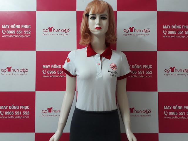 mẫu áo thun trắng, cổ đỏ, in logo aqui