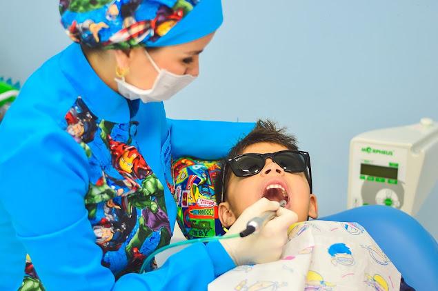 10 Cara memutihkan gigi secara alami