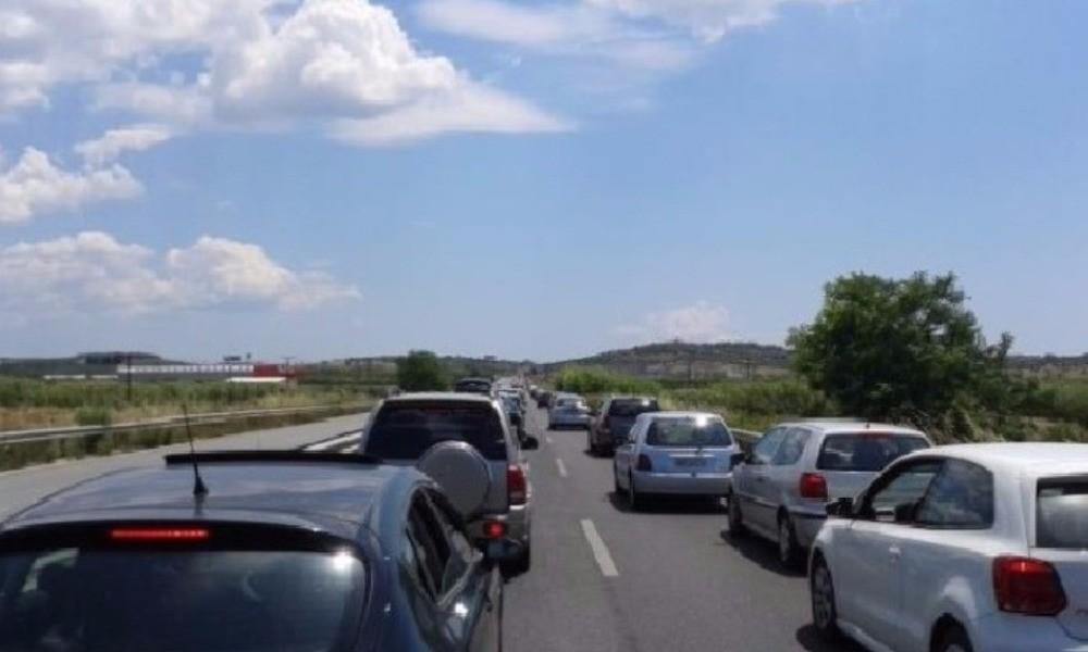 Δύο τροχαία στο δρόμο προς Μουδανιά – Με δυσκολία η κίνηση των οχημάτων