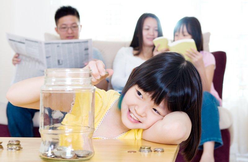 Mengapa Si Kecil Perlu Memiliki Tabungan Anak?