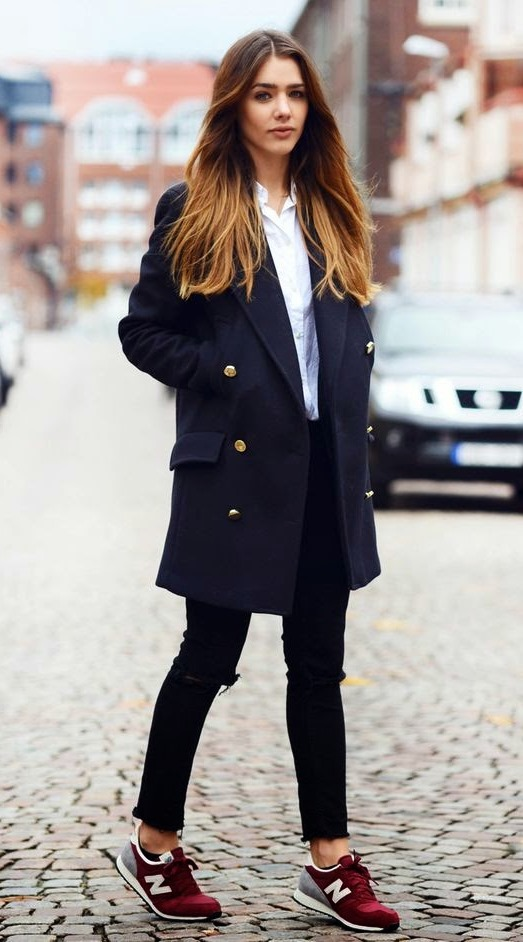 cute comfy outfit idea to copy this fall : sneakers + coat + skinnies + white shirt
