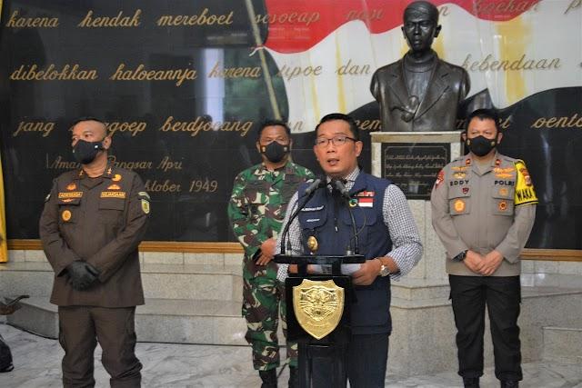 Pangdam III/Slw Dampingi Gubernur Jabar Lakukan Rapat Komite Kebijakan Penanganan Covid-19