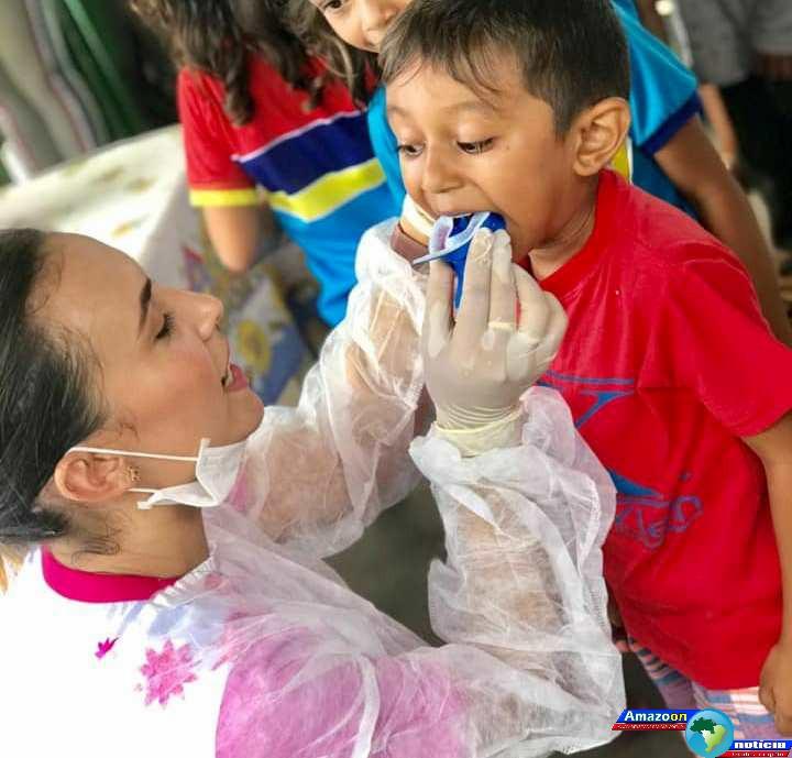 Crianças da comunidade Nova Betel em Oriximiná recebem atendimento odontológico.