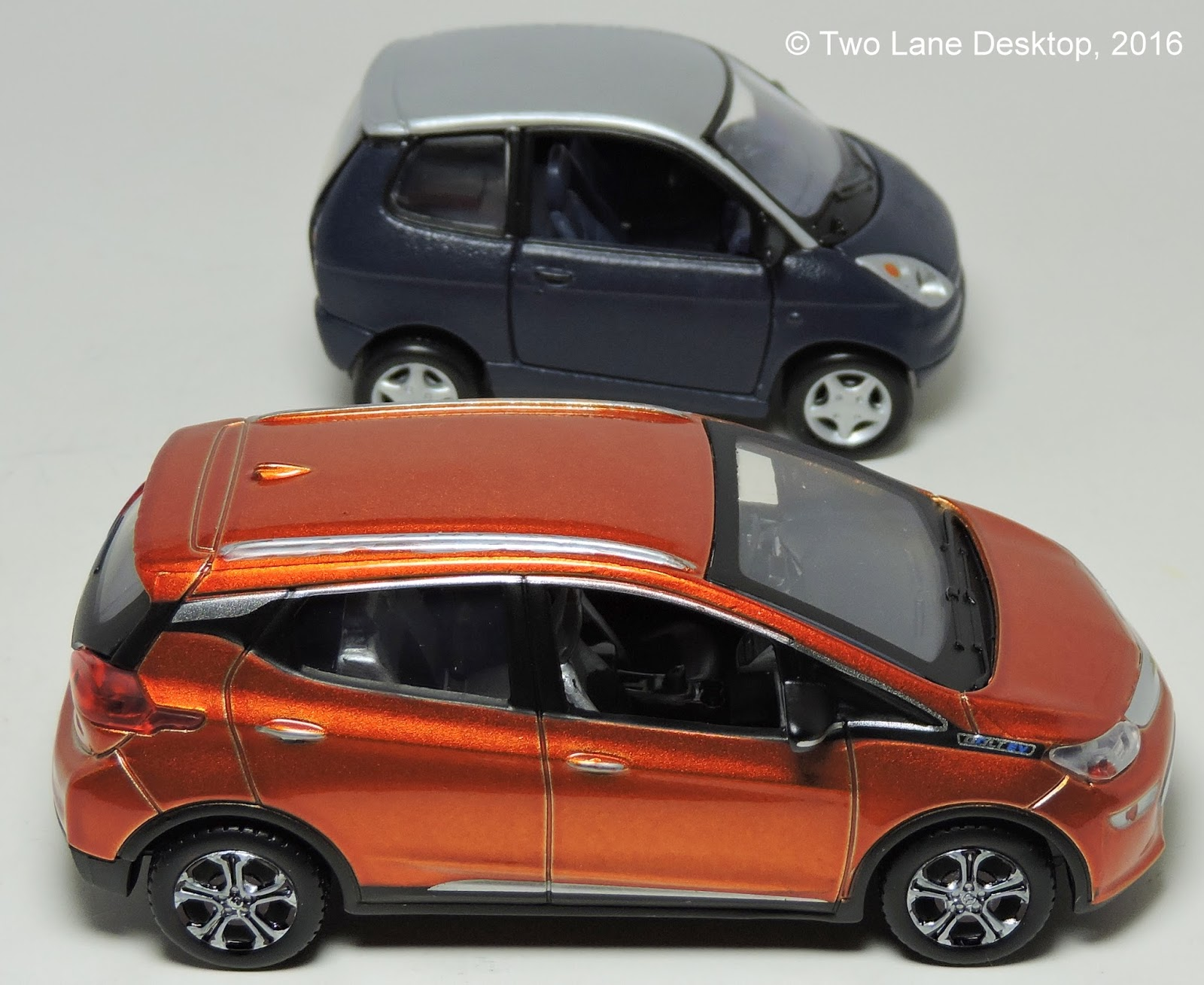 ... this is not the first time Maisto has done an electric vehicle in the 143 Power Racer line. The first one would be called the Ford Think (or Th!nk). & Two Lane Desktop: Its Electric! Maisto 1:43 Chevy Bolt and Ford Th!nk