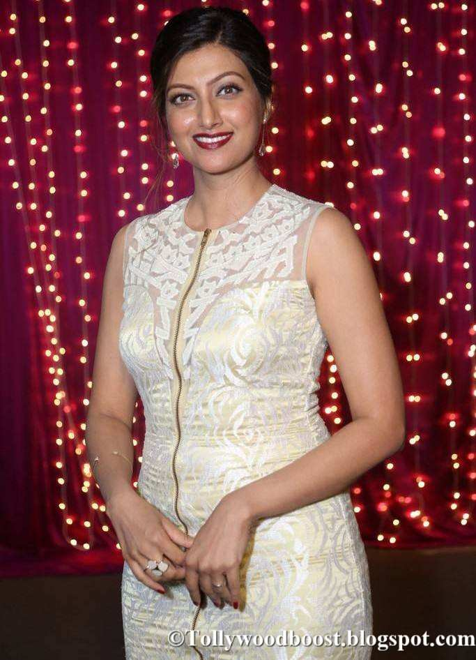 Hamsa Nandini At Zee Telugu Apsara Awards 2017 In White Dress