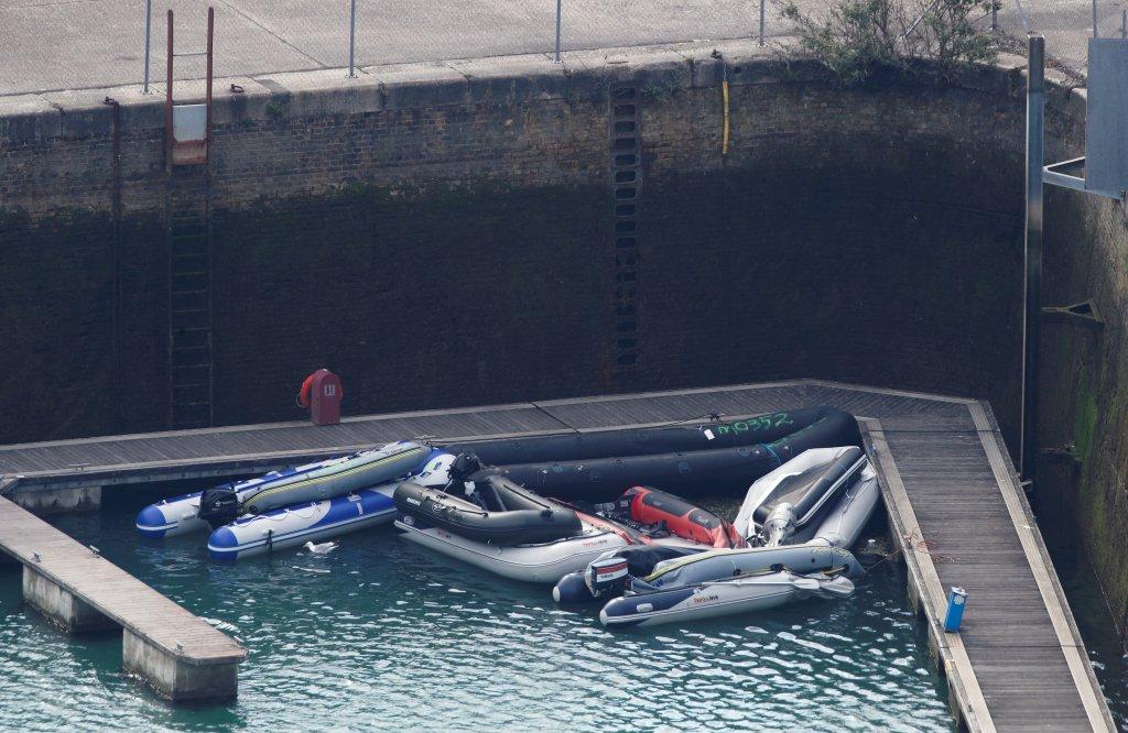 """Londres brandit la menace des refoulements : """"Les traversées sur de petites embarcations sont inutiles...!"""""""