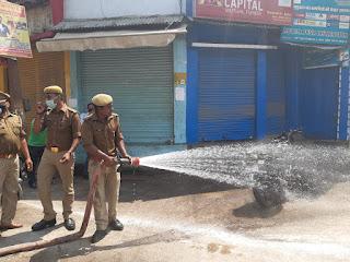 जौनपुर : सड़कों को सैनिटाइज कर रहा जिला प्रशासन