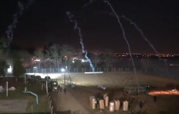 Nέα βίντεο με Τούρκους ενστόλους να εκτοξεύουν χημικά