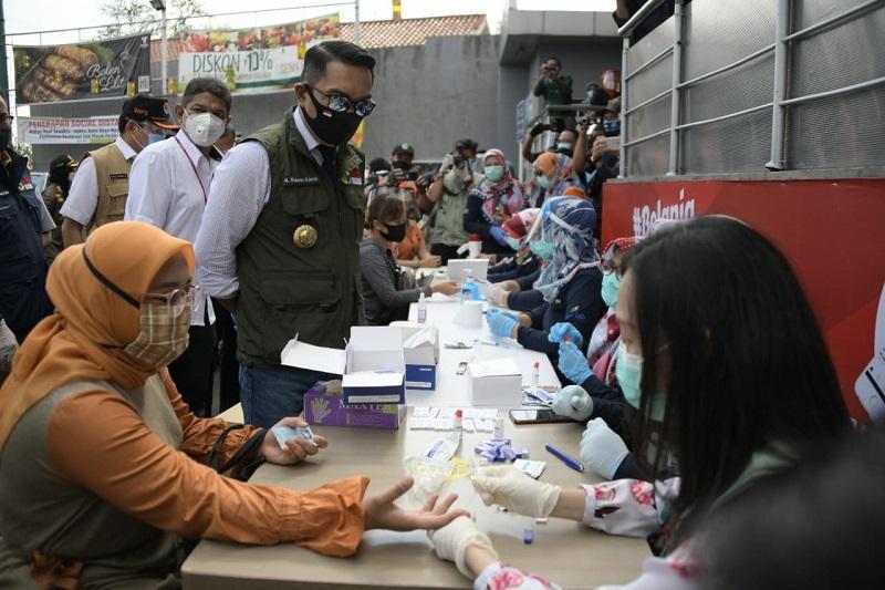Ridwan Kamil Tinjau Pelaksanaan Rapid Test di Pusat Perbelanjaan