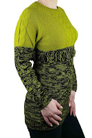 Pulover lung tricotat accesorizat cu franjuri sub bust
