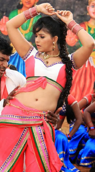 Sizzling belly show of the actress Anjali with Vishal