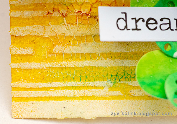 Layers of ink - Yellow Textured Star Tag Tutorial by Anna-Karin Evaldsson.
