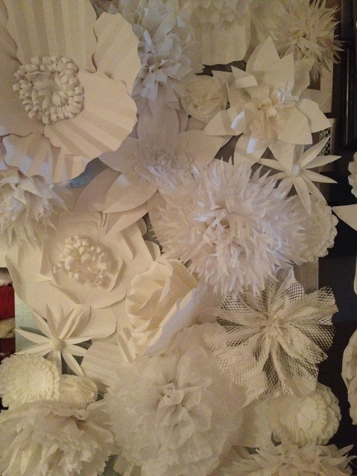 Diy Wall Flowers: Pancakes & Glue Guns: DIY Paper Flower Wall