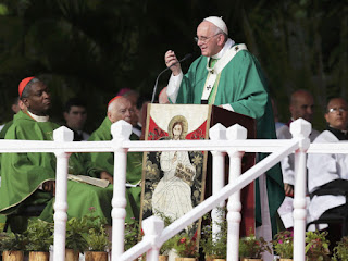 """Papa Francisco é acusado de """"heresia"""" por sacerdotes e teólogos"""