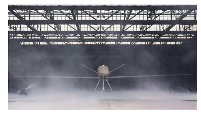 Drone atau Pesawat Udara Nir-Awak (PUNA) jenis Medium Altitude Long Endurance (MALE) diperlihatkan di hanggar PT Dirgantara Indonesia (Persero), Bandung, Jawa Barat, Senin (30/12/2019). [Antara/M Agung Rajasa]