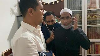 Penampakan Ustadz Maaher Saat Ditangkap Polisi di Pagi Buta