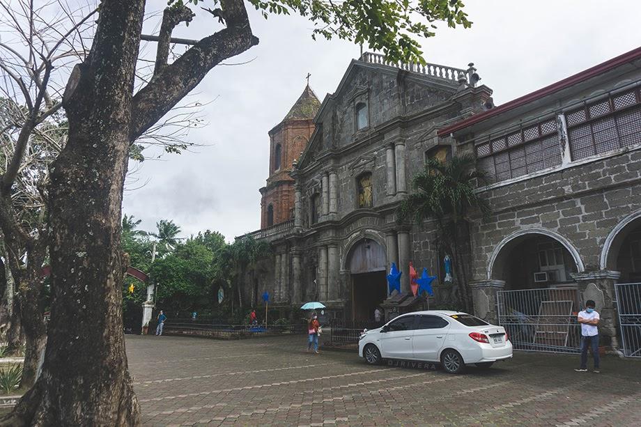 Pila Church grounds