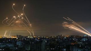 Veja a impressionante foto que mostra luta entre Domo de Ferro de Israel e mísseis do Hamas