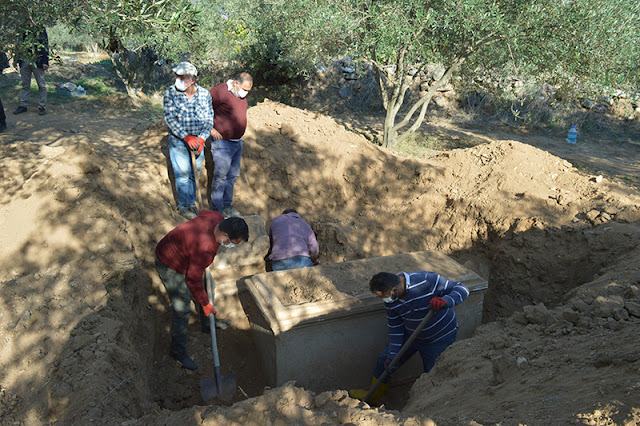 Treasure hunters unearth ancient sarcophagi in Hellenistic city of Aphrodisias