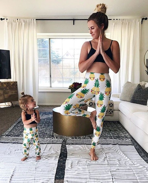 mama e hija ejercicios juntas