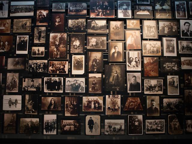 Retratos conmemorativos en el Museo en memoria del Holocausto.Museo en Memoria del Holocausto en Washington D.C., Estados Unidos de América