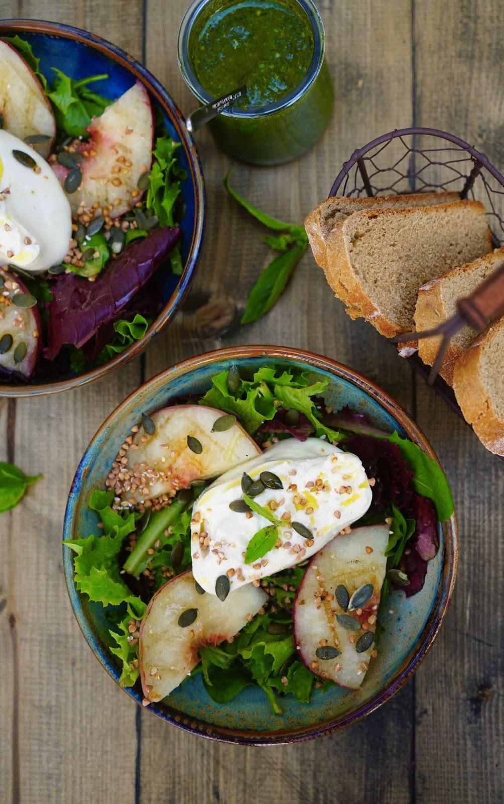 recette d'été , burrata , salade aux pêches , pesto , pêches grillées