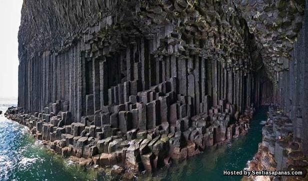 Fingal's Cave [9].jpeg